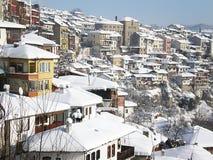Opinião da cidade na neve fotos de stock royalty free