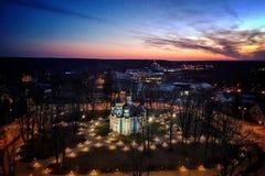 Opinião da cidade na noite foto de stock royalty free