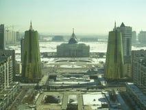 Opinião da cidade da torre de Baiterek Em Nur Sultan, Cazaquistão foto de stock