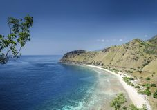 Opinião da costa e da praia perto de dili no leste de Timor-Leste Imagens de Stock