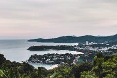 Opinião da costa da ilha de Phuket de Kata Viewpoint, Tailândia fotografia de stock royalty free