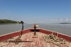 Opinião da curva do barco do Irrawaddy foto de stock