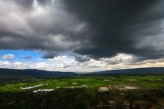 Opinião da estação das chuvas das montanhas do ponto culminante Doi Suthep 2 Fotos de Stock Royalty Free