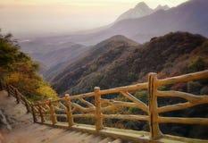 Opinião 2 da estrada da prancha do por do sol de Mount Song imagens de stock royalty free