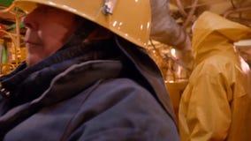 Opinião da inspeção de Team Ship Mechanics Seniors Crew vídeos de arquivo
