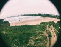 Opinião da lente dos peixes da praia dos penhascos Foto de Stock Royalty Free