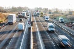 Opinião da manhã da estrada BRITÂNICA congelada fotos de stock royalty free