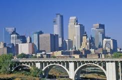 Opinião da manhã de Minneapolis, skyline do manganês fotografia de stock