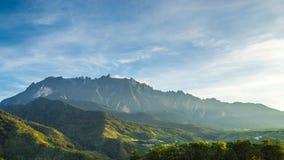 Opinião da manhã do Monte Kinabalu imagem de stock royalty free