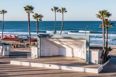 Opinião da manhã Junior Seau Amphitheatre no perto do oceano, Califórnia imagens de stock