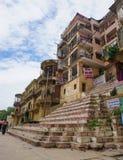 Opinião da manhã no ghat em Varanasi Fotografia de Stock