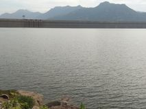 Opinião da manhã da represa de Natpu Mettur do Tamil India imagem de stock
