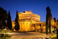 Opinião da noite Angel Castle santamente, Castel Sant 'Angelo, em Roma, Itália fotos de stock royalty free