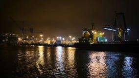 Opinião da noite da baía a San Francisco e da ponte de wroth dourado vídeos de arquivo