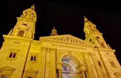 Opinião da noite da basílica de Stephen de Saint, Budapest Fotografia de Stock