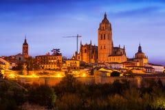 Opinião da noite da catedral de Segovia Foto de Stock Royalty Free