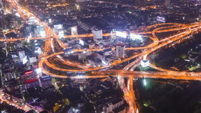 Opinião da noite da cidade de Banguecoque com maneira alta do tráfego principal, Tailândia vídeos de arquivo
