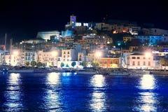 Opinião da noite da cidade de Eivissa do console de Ibiza fotografia de stock