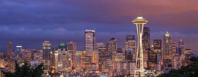 Opinião da noite da cidade de Seattle de Kerry Park, Washington Fotos de Stock
