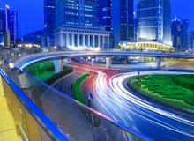 Opinião da noite da cidade de Shanghai bonita Foto de Stock Royalty Free