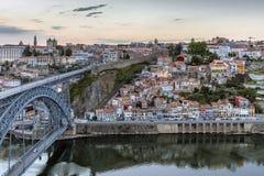 Opinião da noite da cidade histórica de Porto, Portugal Imagens de Stock