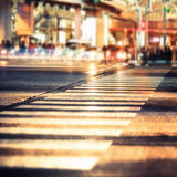 Opinião da noite da estrada transversaa moderna da cidade Arquitectura da cidade abstrata imagem de stock