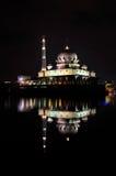 Opinião da noite da mesquita de Putra Fotos de Stock