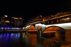 Opinião da noite da ponte bonita de Anshun acima do rio de Jinjiang, Chengdu, Sichuan, China Foto de Stock Royalty Free