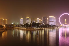 Opinião da noite da roda de ferris do olho de Tianjin Imagens de Stock