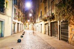 Opinião da noite da rua estreita velha Fotografia de Stock Royalty Free