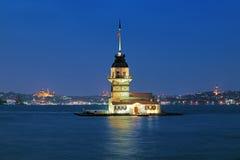 Opinião da noite da torre da donzela em Istambul, Turquia Imagens de Stock Royalty Free