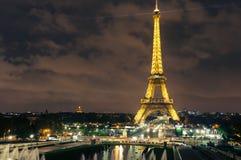 Opinião da noite da torre Eiffel, Paris france Imagens de Stock