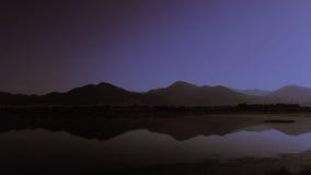 Opinião da noite das montanhas imagem de stock