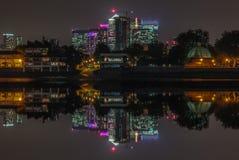 Opinião da noite de Canary Wharf fotografia de stock royalty free