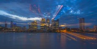 Opinião da noite de Canary Wharf, Londres, Reino Unido Fotos de Stock Royalty Free