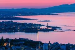 Opinião da noite de Chania na Creta imagens de stock royalty free