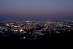opinião da noite de Chiang Mai no ponto de vista do suthep do doi, Tailândia Fotografia de Stock Royalty Free