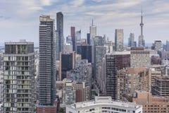 Opinião da noite de cima dos arranha-céus de Toronto da baixa Fotos de Stock