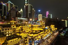Opinião da noite de Hongyadong, Chongqing, China imagem de stock