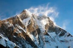 Opinião da noite de Lhotse foto de stock royalty free