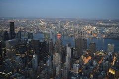 Opinião da noite de New York City foto de stock royalty free