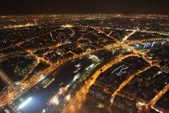 Opinião da noite de Seine do rio da torre Eiffel paris fotografia de stock
