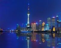 Opinião da noite de Shanghai Fotos de Stock Royalty Free