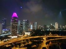 Opinião da noite de Singapura fotos de stock royalty free