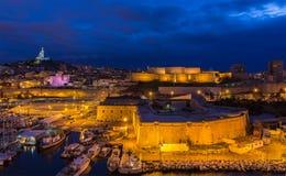 Opinião da noite de St. Nicolas e Notre-Dama-de-la-Garde do forte Fotografia de Stock