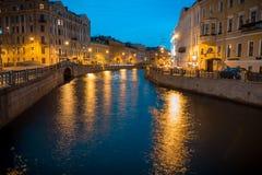 Opinião da noite de St Petersburg fotografia de stock