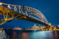 Opinião da noite de Sydney Skyline, do teatro da ópera e da ponte, Austrália Fotos de Stock