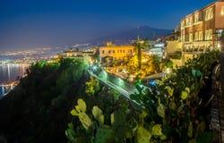 Opinião da noite de Taormina Fotos de Stock