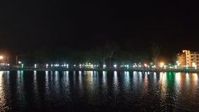 opinião da noite de uma lagoa limpada do swere imagem de stock
