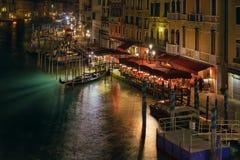 Opinião da noite de Veneza da ponte de Rialto Foto de Stock